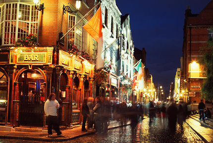 Find traditional Irish music live sessions in Dublin's Temple Bar district