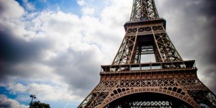Welches Symbol kann die Stadt der Liebe besser verkörpern als der Eiffelturm? Für eine romantische Städtereise ist Paris nach wie vor bestens geeignet.