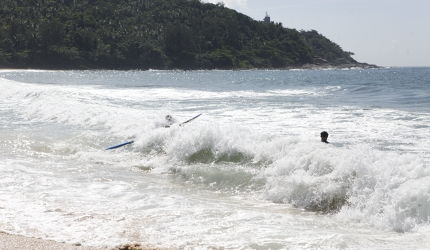 Year-round waves make Hainan Island the best surfing spot in China
