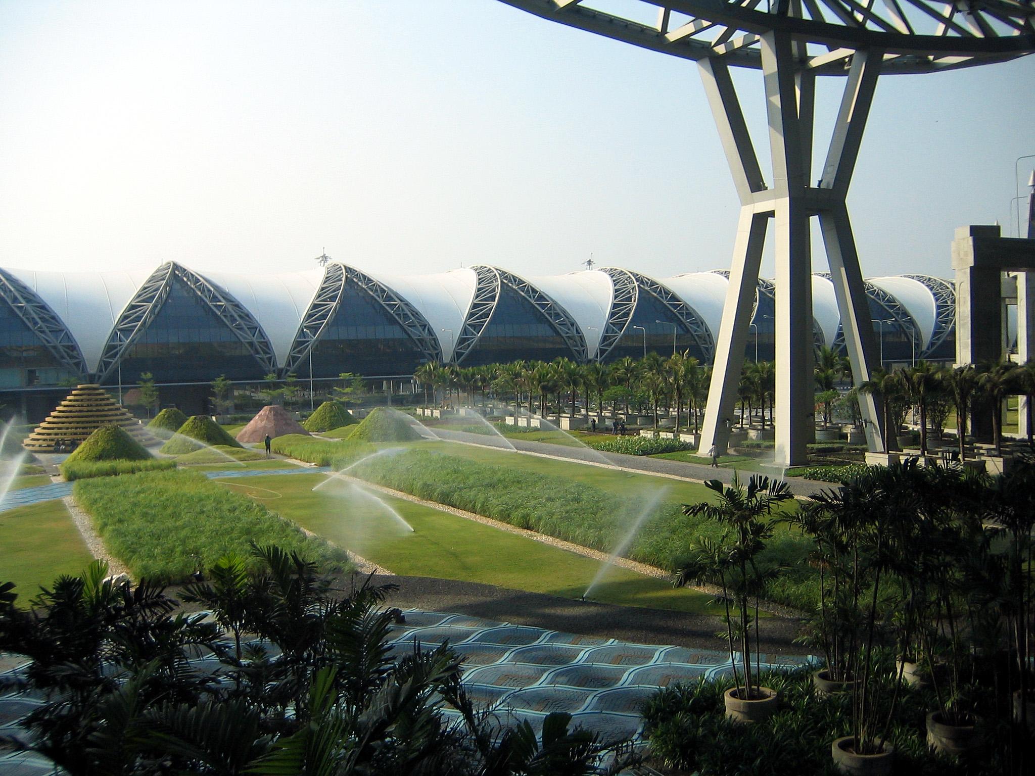 Gardens at Bangkok Suvarnabhumi International Airport