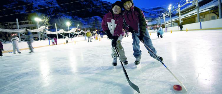 Play ice hockey in Valloire
