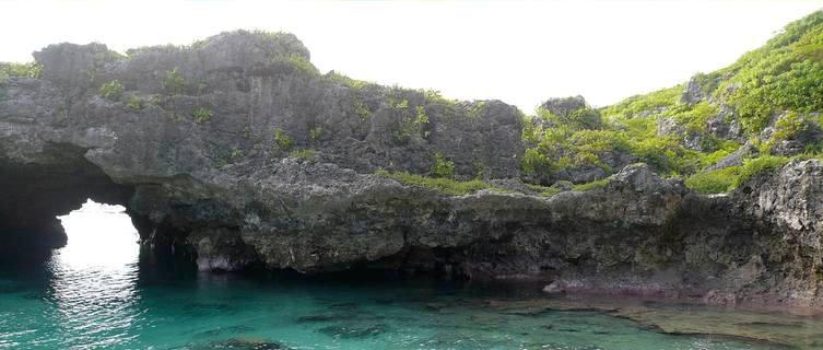Niue caves
