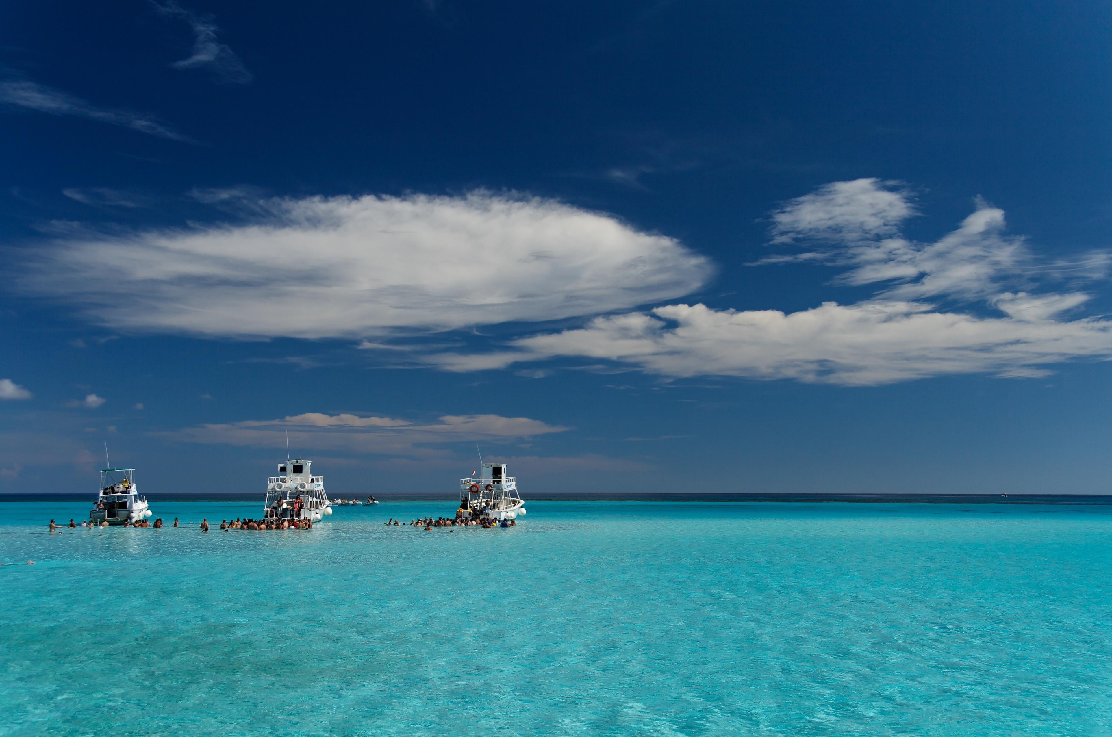 Enjoy a boat trip in the Cayman Islands