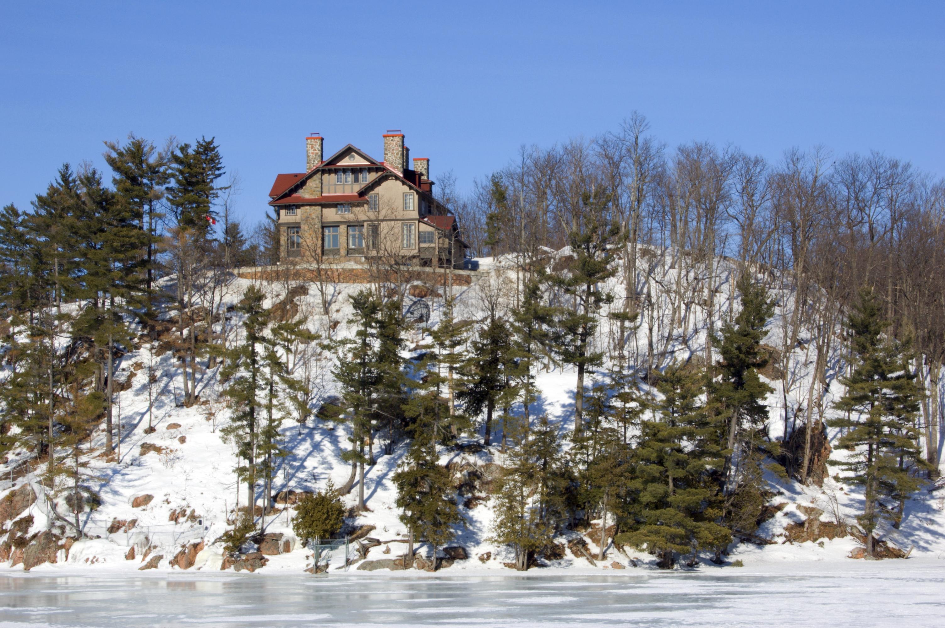 Lone cottage in Quebec